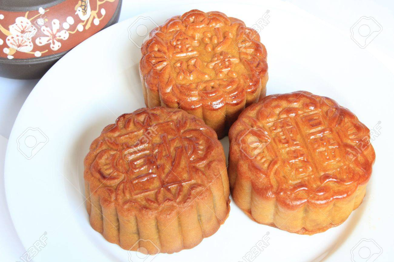 Moon cakes with Chinese teapot on white background. Consumed during Chinese mid-autumn festival Stock Photo - 7972651