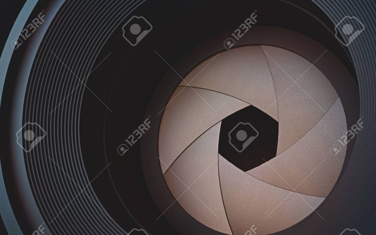 Looking through the lens camera. The diaphragm in macro photography. - 30662650