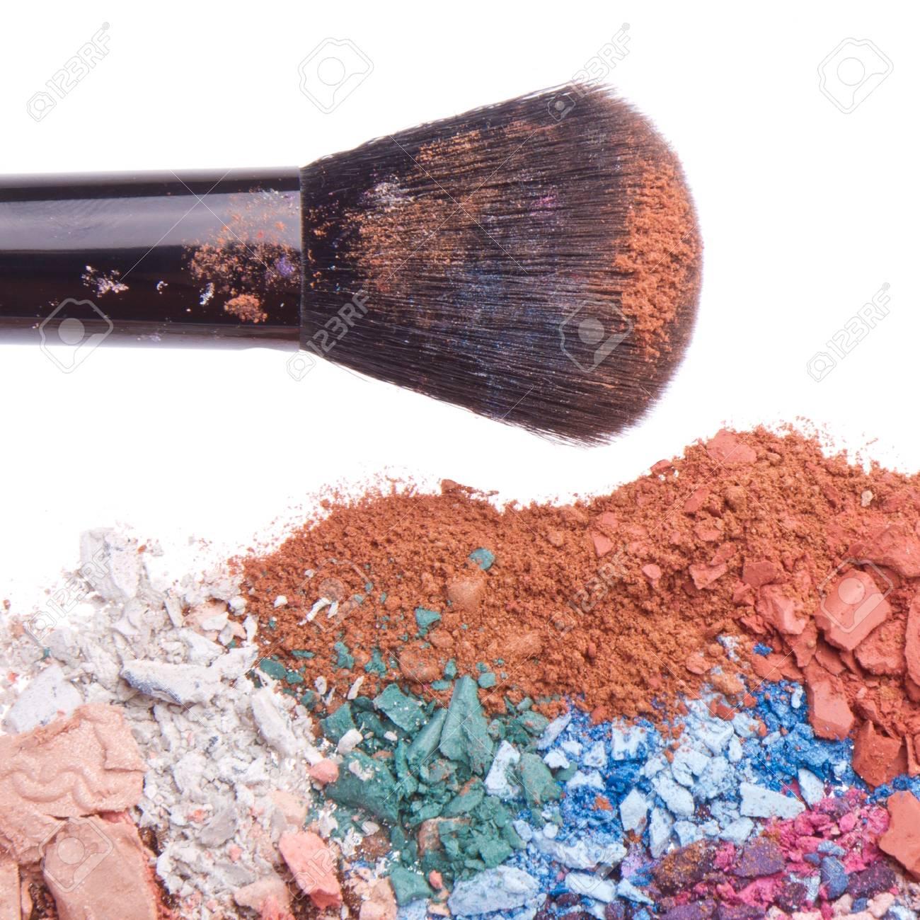 crushed eyeshadows with brush isolated on white background Stock Photo - 13150301