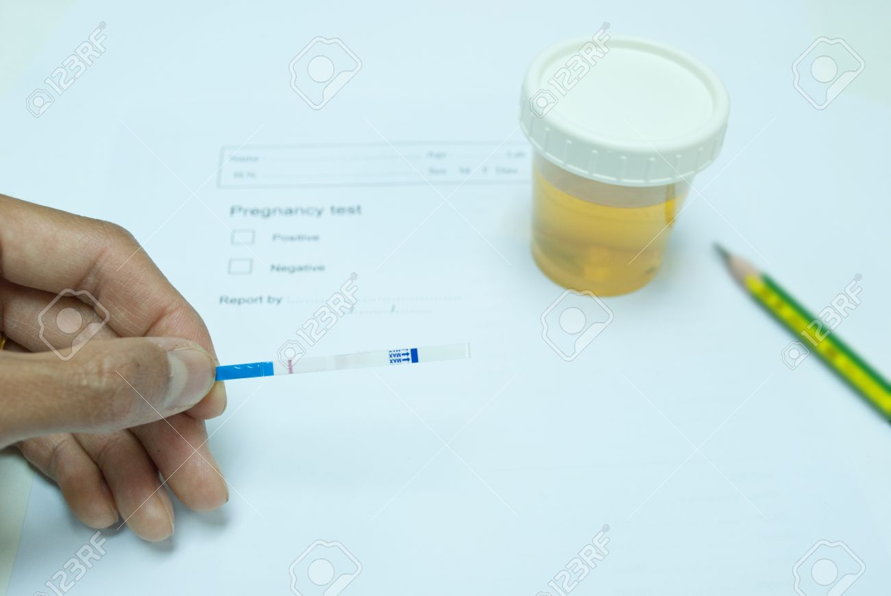 technichain testing urine pregnancy test and reporting result in laboratory Stock Photo - 14475242