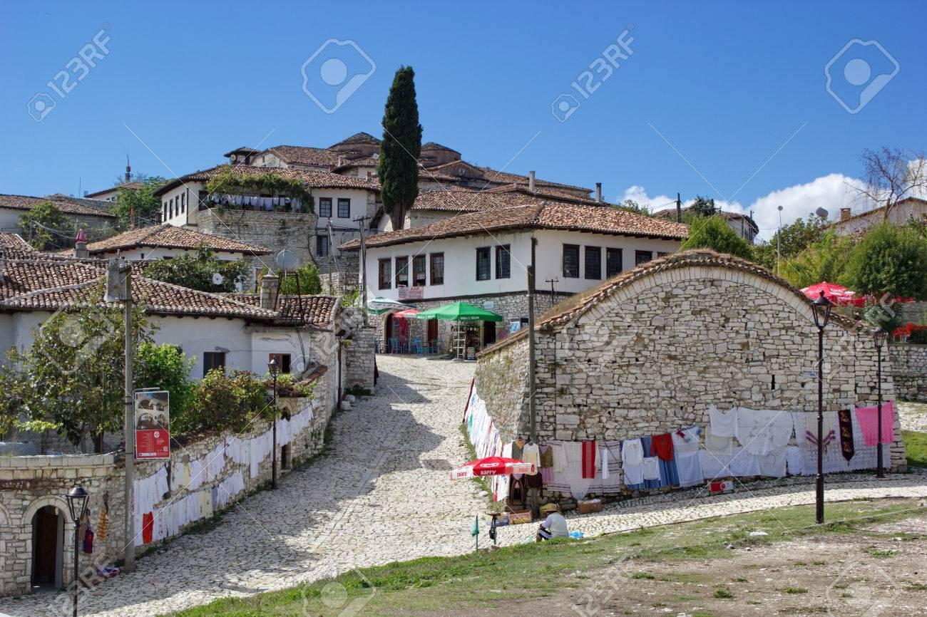 Häuser Im Inneren Festung In Berat, Albanien Lizenzfreie Fotos ...