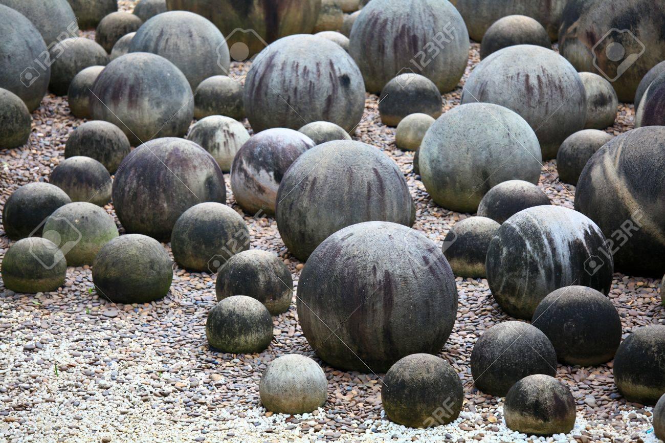 Round rock garden, circle stone garden, Pattaya Thialand Stock Photo - 21294692