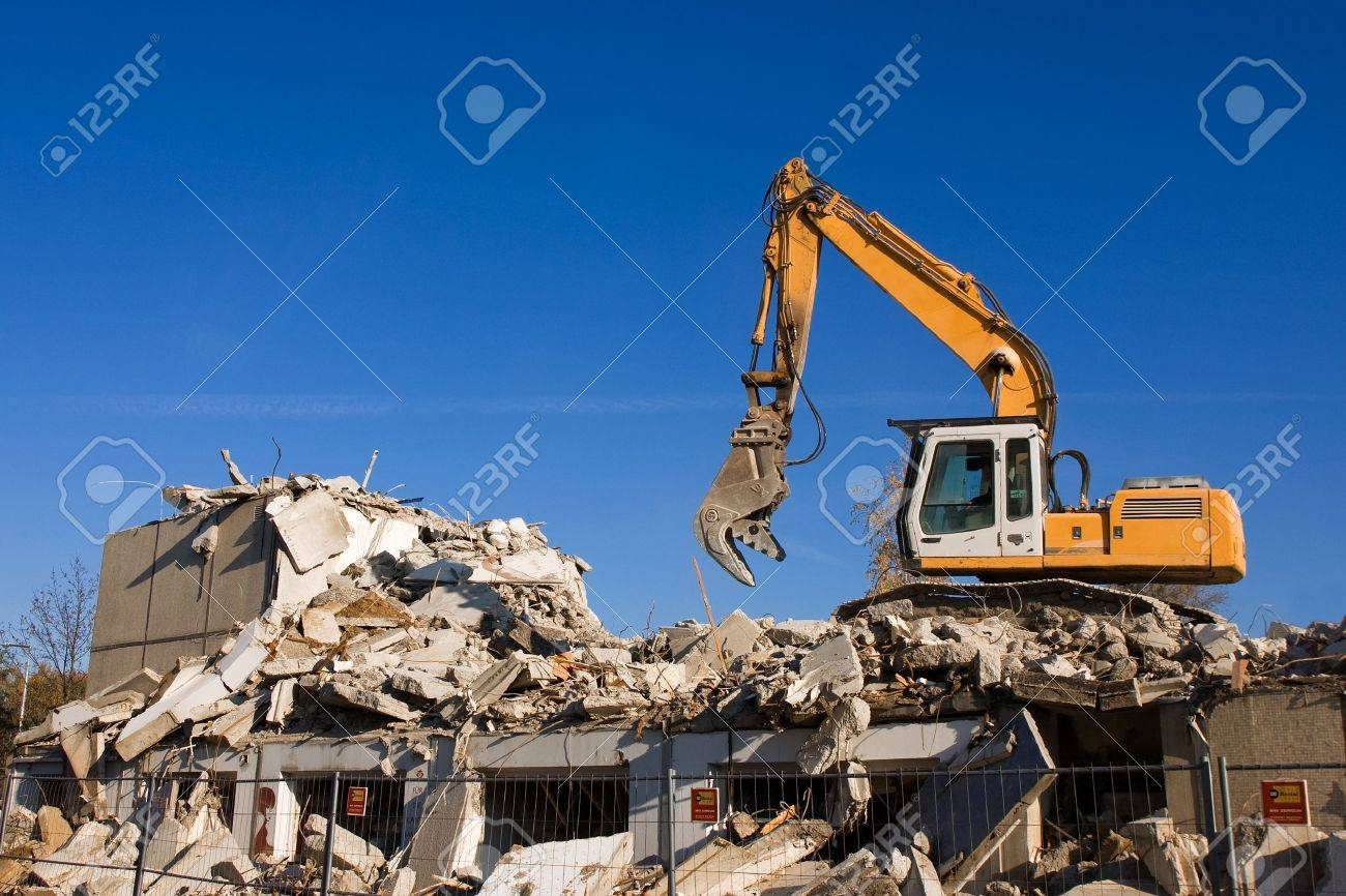 dismantling of a house - 21201864