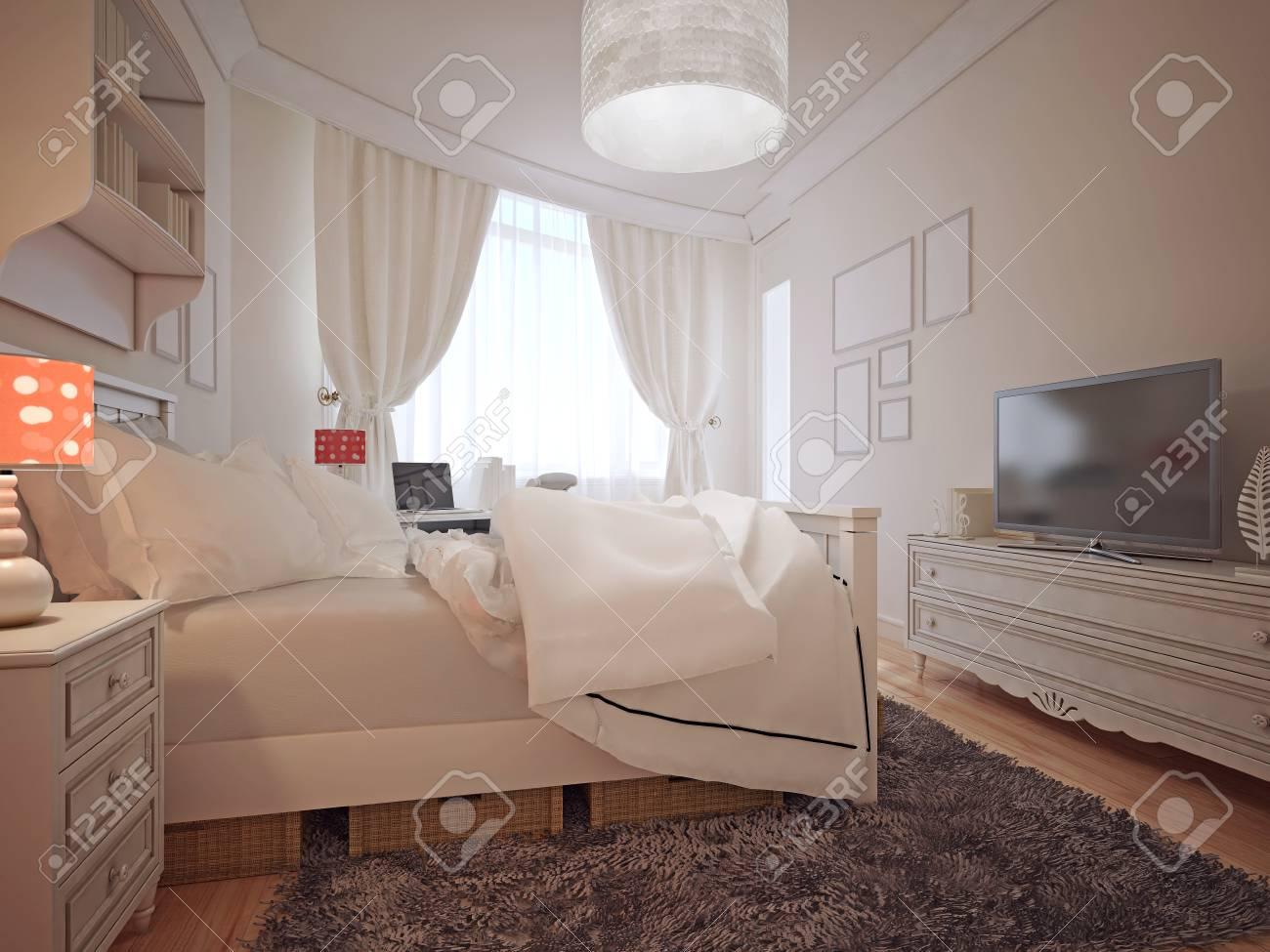 Luxus Schlafzimmer Im Mediterranen Stil. Ein Geräumiges Schlafzimmer Mit  Einem Großen Fenster Mit Luxuriösen
