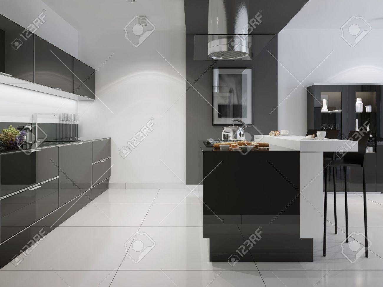 Cocina Luminosa Con Muebles Oscuros. Pared Blanca Con La Transición ...