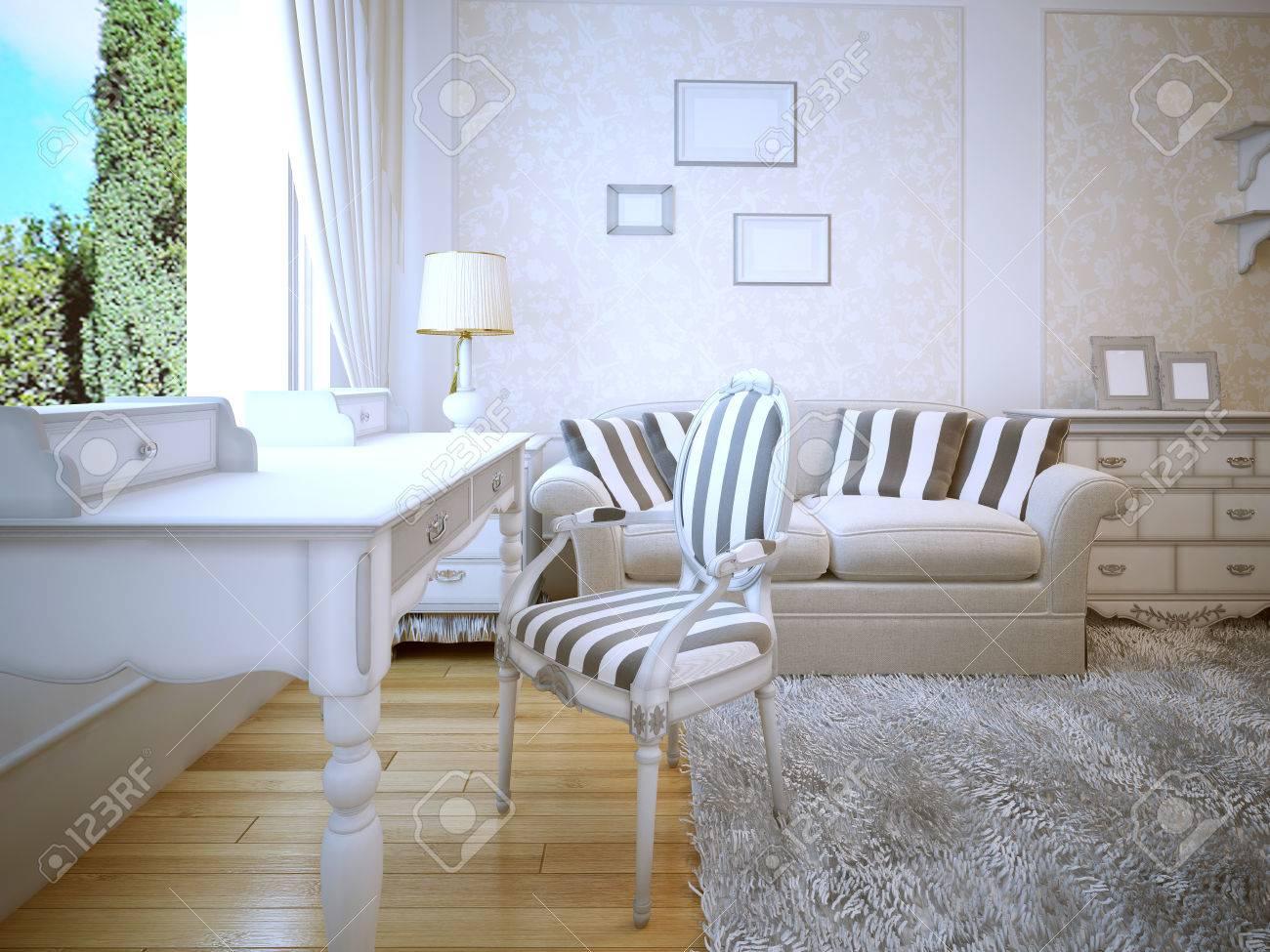 Idée de salon de provence. Une chambre confortable avec une belle murs  blancs avec des inserts papier peint de moulage. Canapé avec des oreillers  et