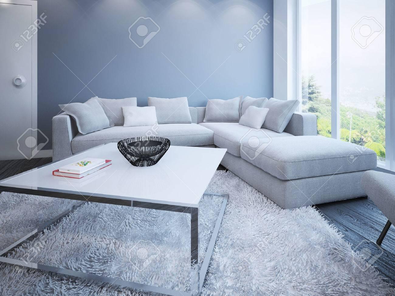 Salon Chambre de style scandinave. Canapé d\'angle avec des oreillers dans  la chambre avec des murs de couleur bleu et vue panoramique à travers la ...