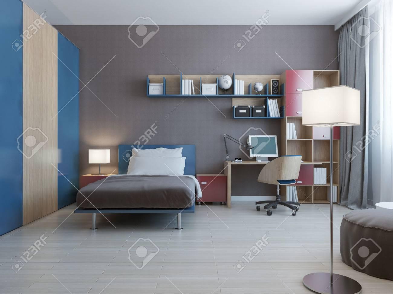 Table avec système de mur dans la chambre moderne. système de mur aux  couleurs bleu et rouge, lit habillé avec des oreillers et grand placard  avec ...