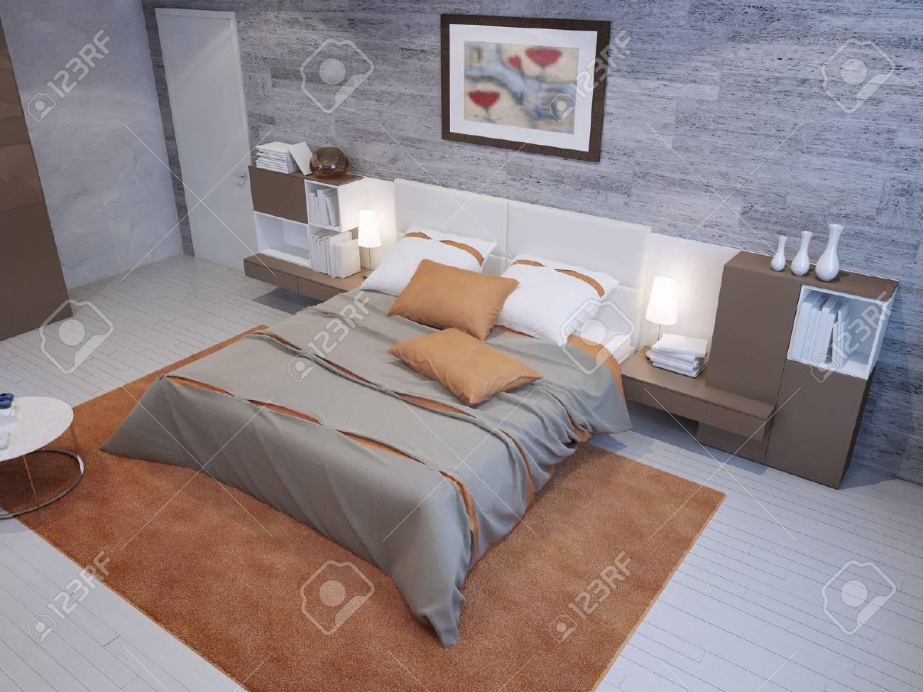 Geräumiges Schlafzimmer In Grau Und Orange Farben Mit Mauerwerk Tapeten Und  Taupe Möbel. 3D übertragen