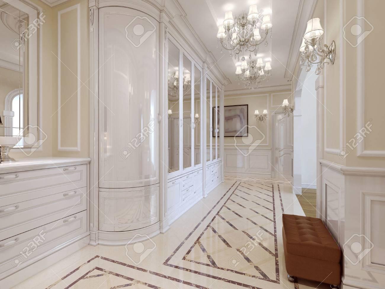 Die Eingangshalle Mit Einem Grossen Weissen Garderobe Mit Spiegel Und