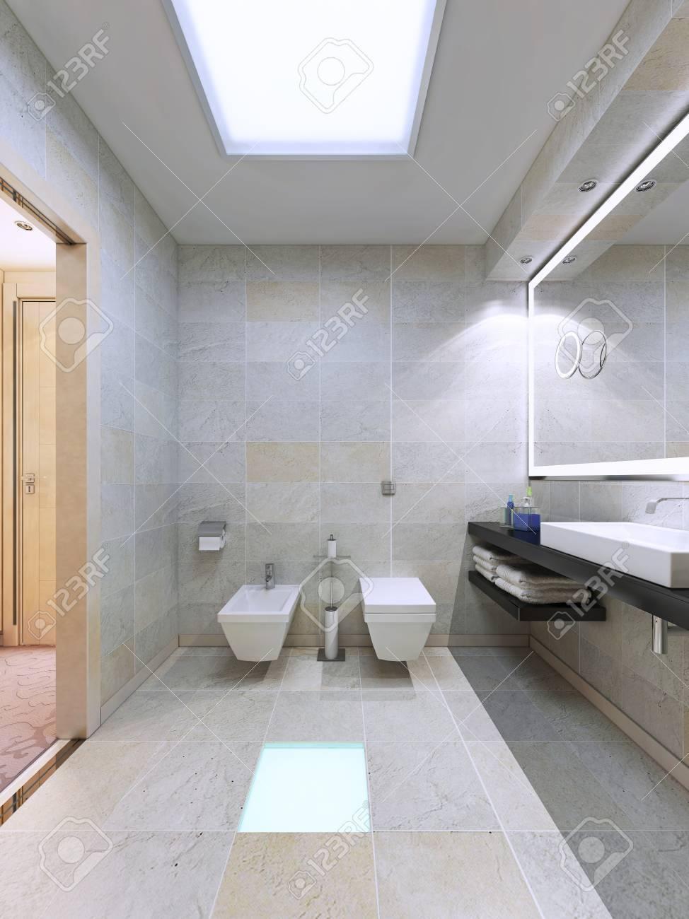 Exemple de salle de bains lumineuse avec beaucoup de lumières. Grand miroir  avec des lumières au néon cadre, appliques, le plancher et les lampes de ...