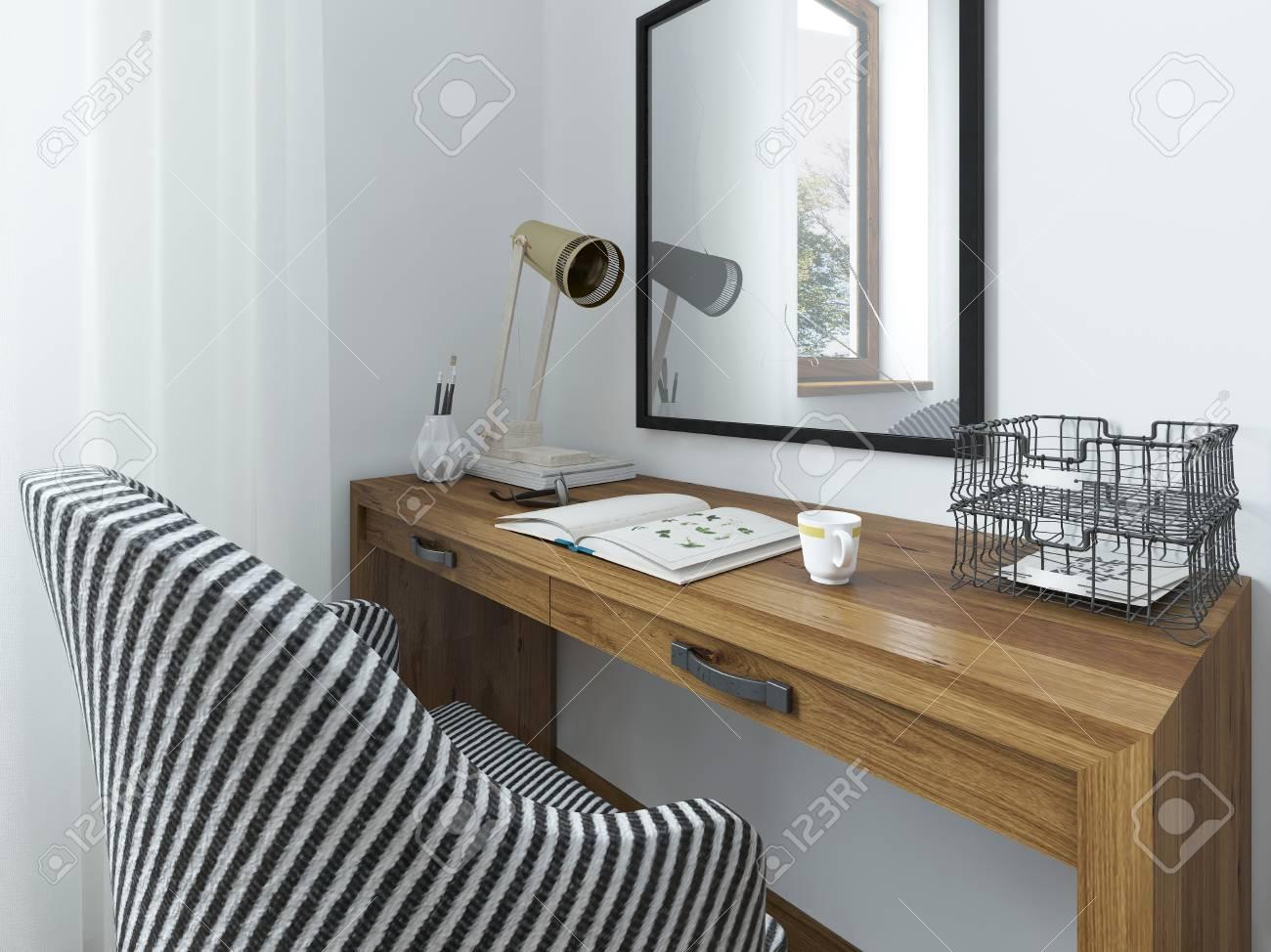 Espace de travail avec un bureau au dessus de la table un miroir