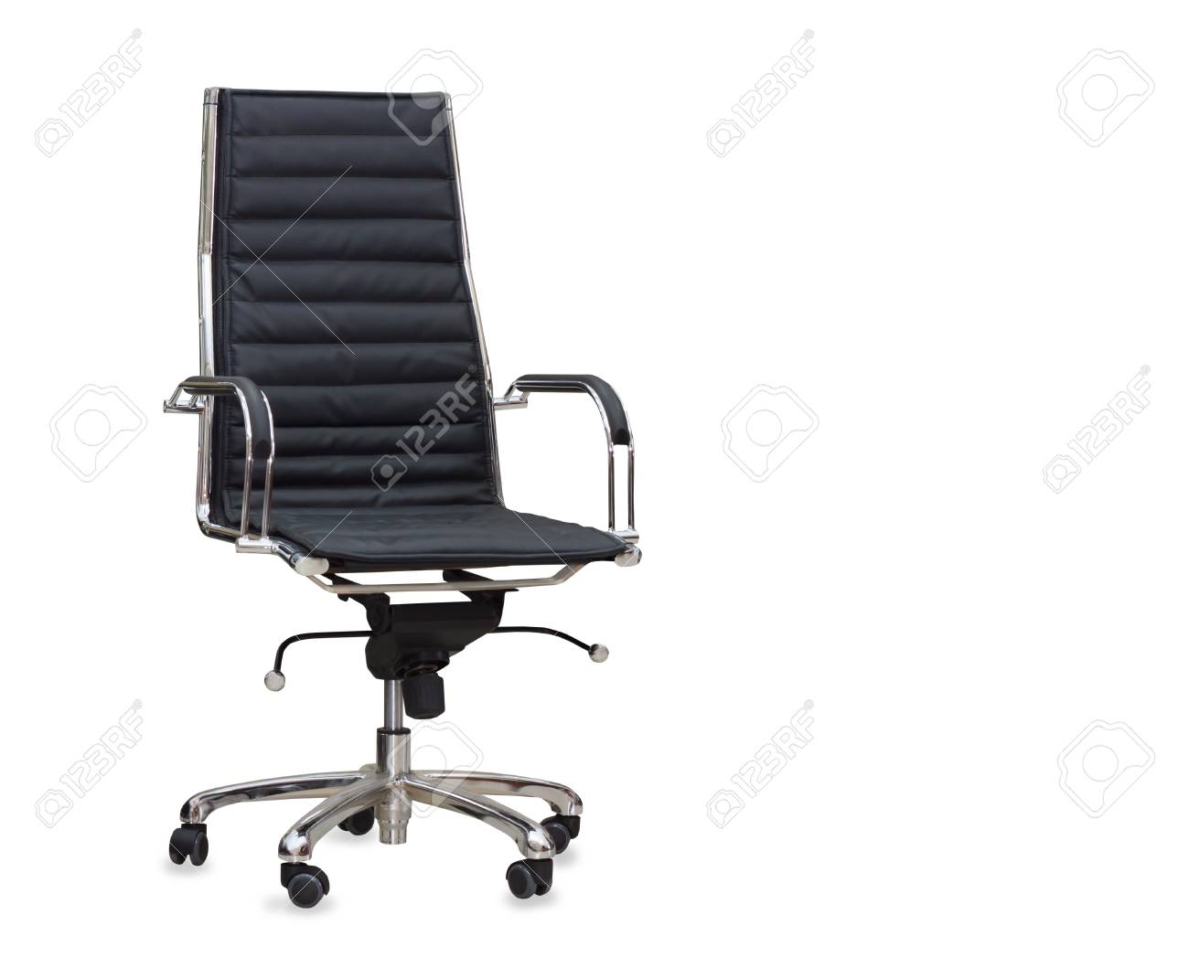 Immagini stock la sedia da ufficio in pelle nera. isolato image