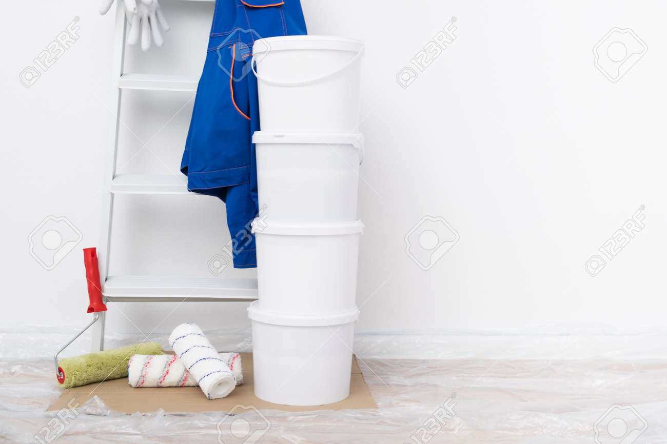 a set of things and equipment for painting walls - 170101585