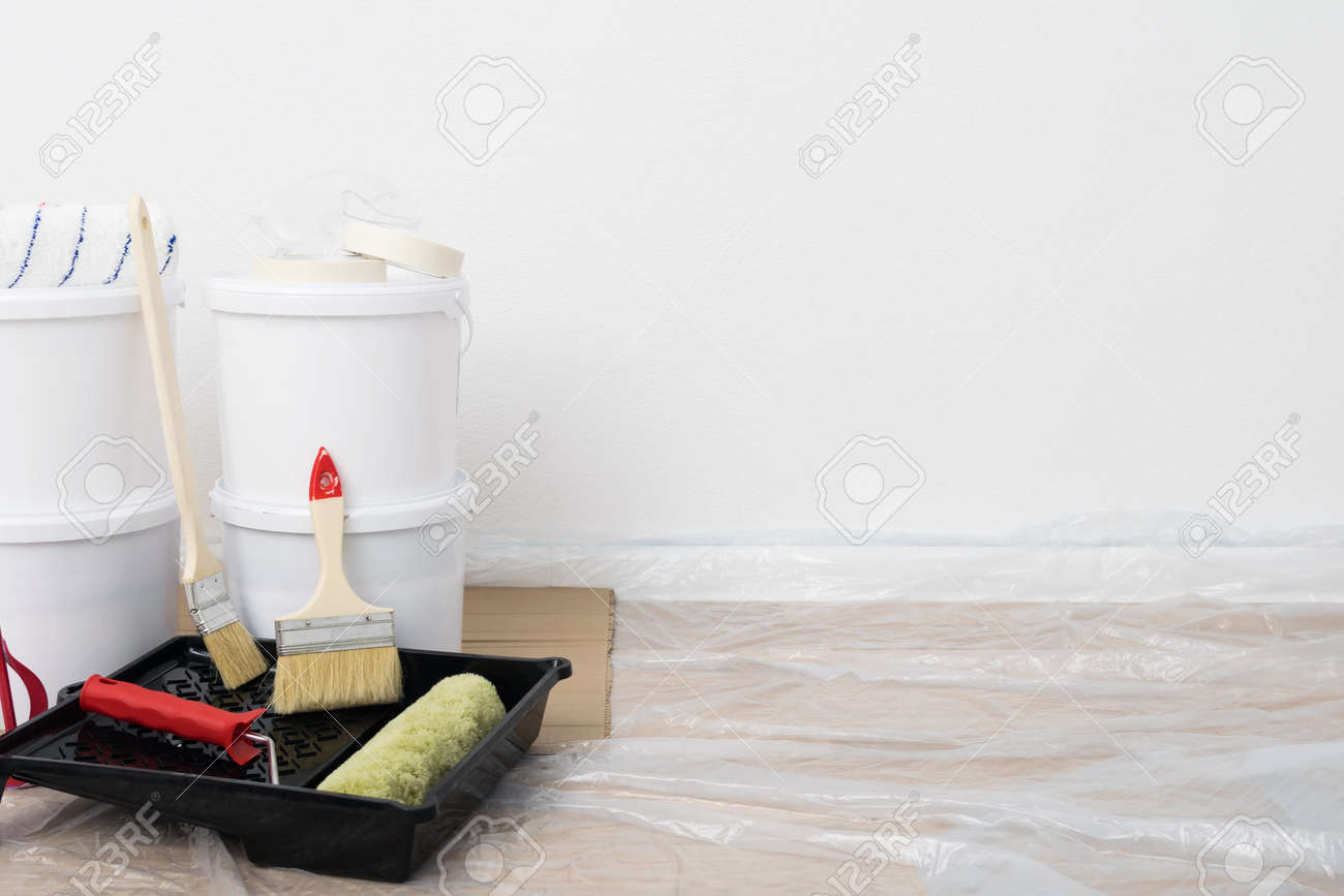 a set of tools and finishing materials for the renovation of premises, on the right is a place for your inscription - 170101562