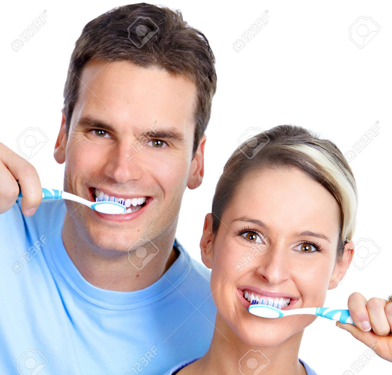 Resultado de imagen para foto de persona lavandose los dientes