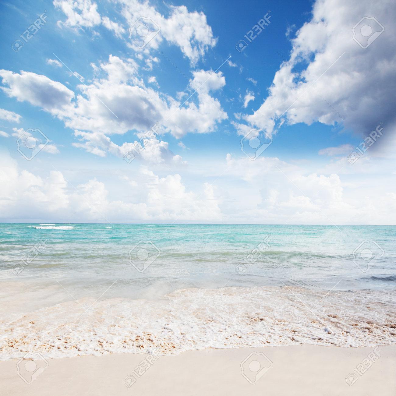 Beautiful ocean and sky Stock Photo - 17315880