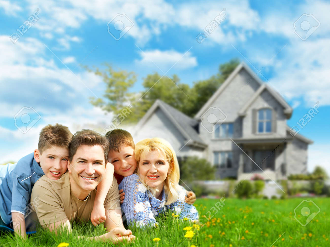 http://previews.123rf.com/images/kurhan/kurhan1410/kurhan141000111/32818471-Happy-family-near-new-home--Stock-Photo.jpg