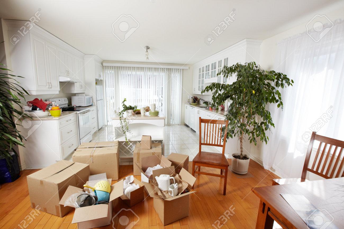 Bewegliche Kästen Im Neuen Haus. Neue Wohnung Hintergrund. Standard Bild    45295948