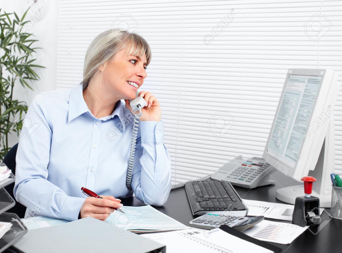 Geschaftsfrau Die Im Buro Arbeiten Buchhaltung Und Finanzen