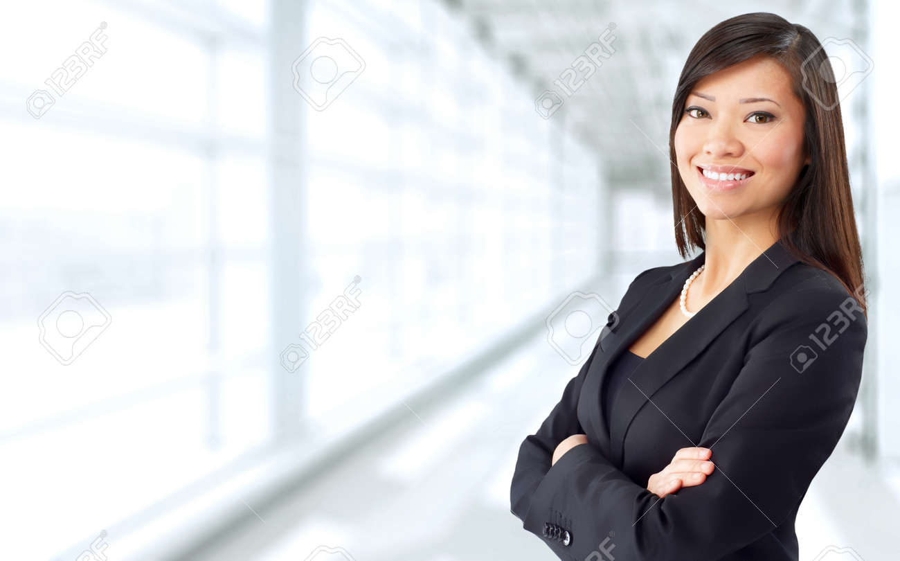 Beautiful chinese business woman over blue office background. Standard-Bild - 51618246