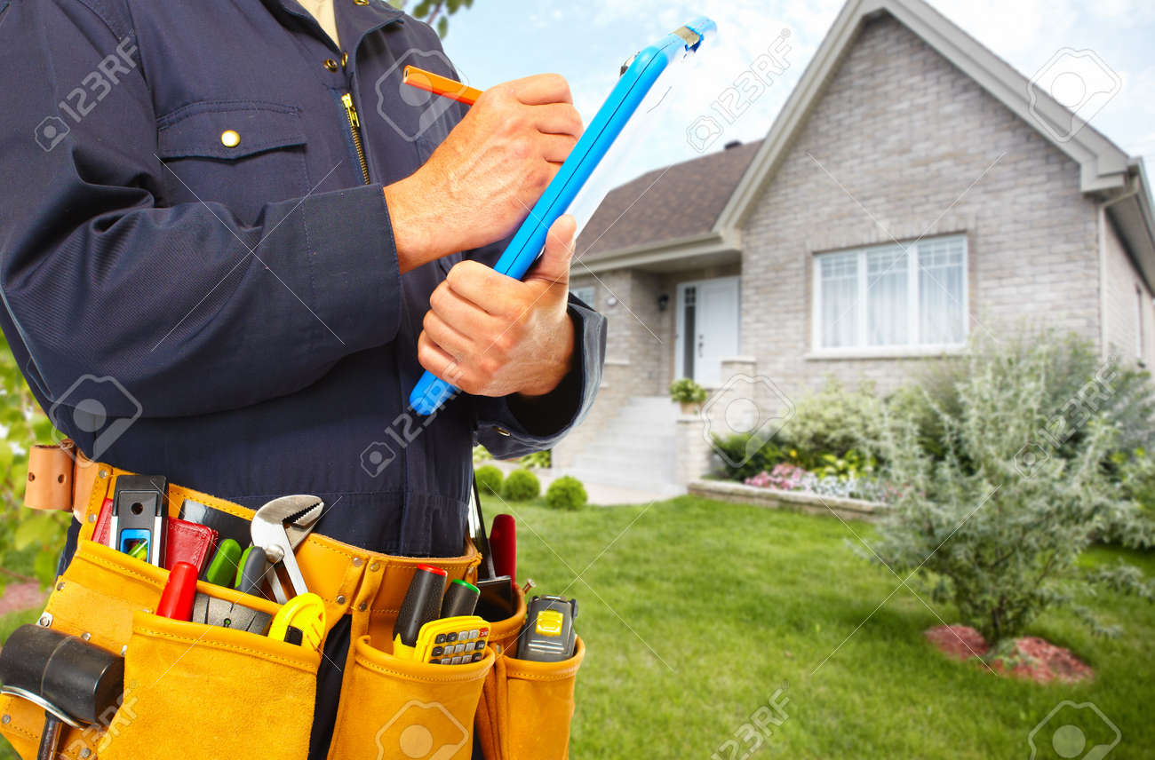 Handyman with a tool belt. House renovation service. Standard-Bild - 51618258