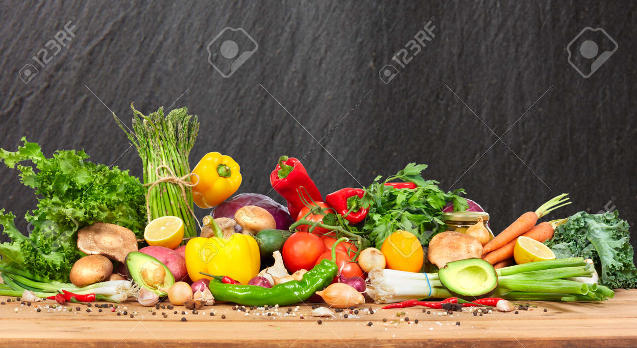 Organic vegetables variety on the table in kitchen Standard-Bild - 66787829