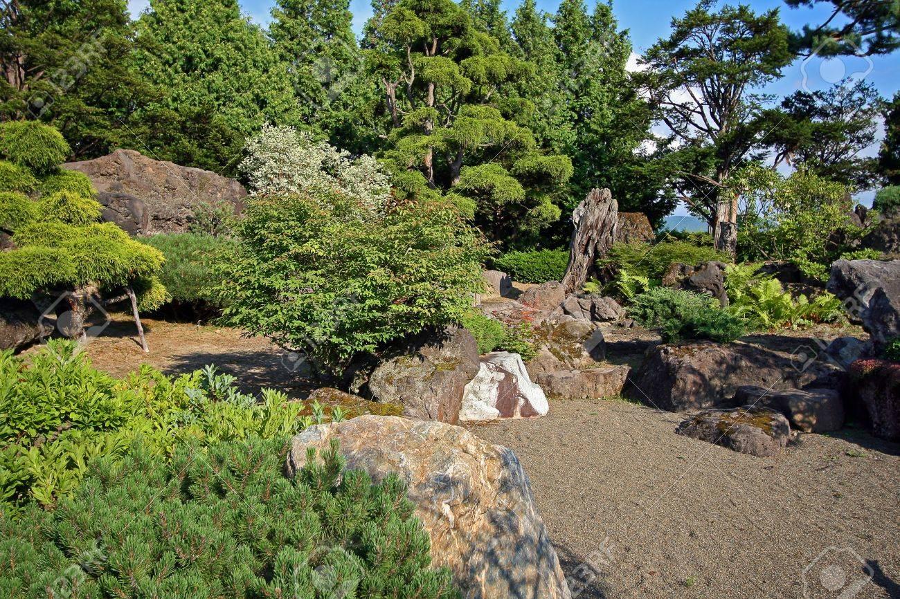 Giardino Moderno Con Sassi : Cascate da giardino in pietra: cascata artificiale da giardino con