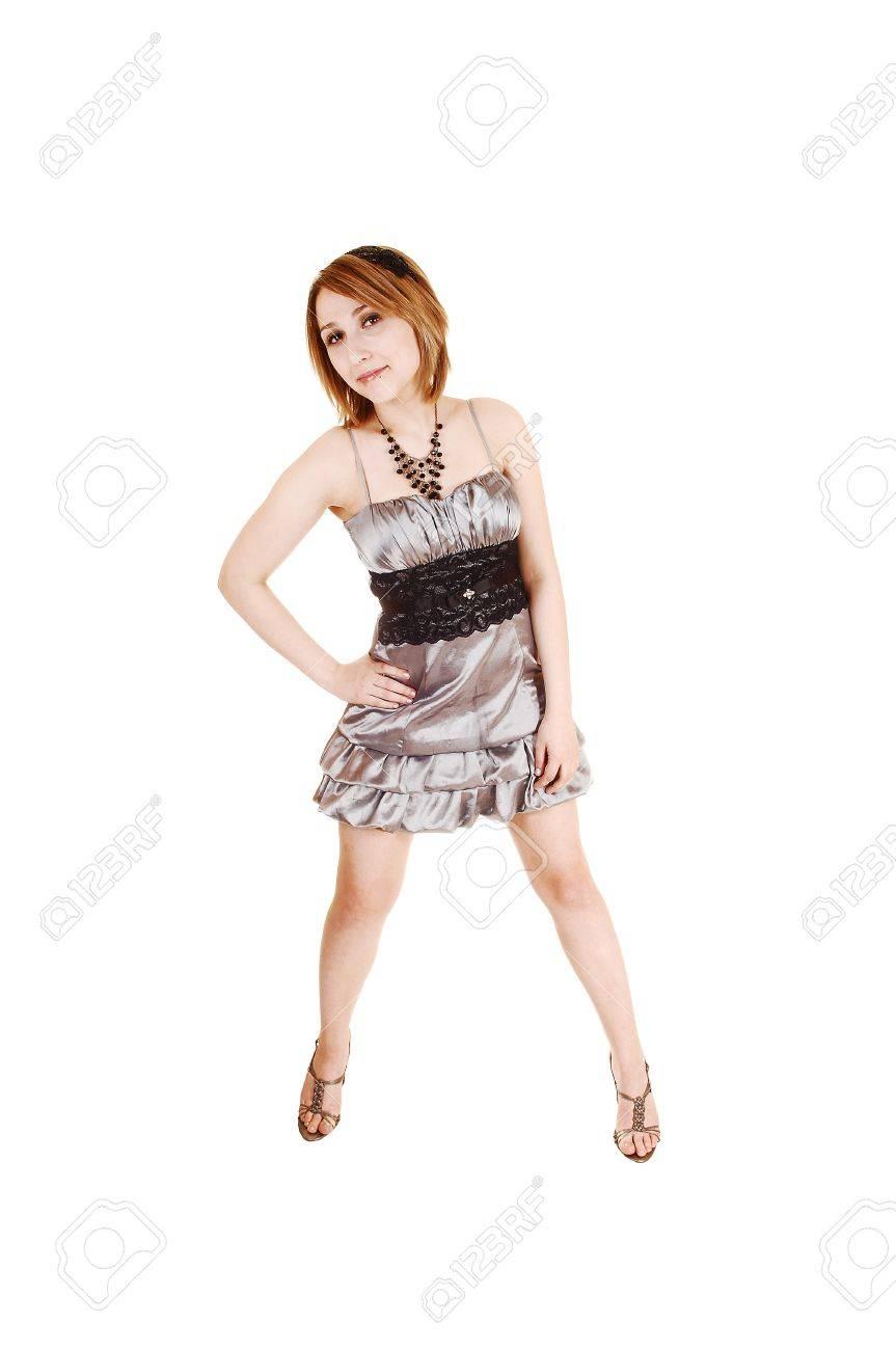 Eine Hübsche Teenager Mädchen In Einem Kurzen Silbernen Abendkleid ...