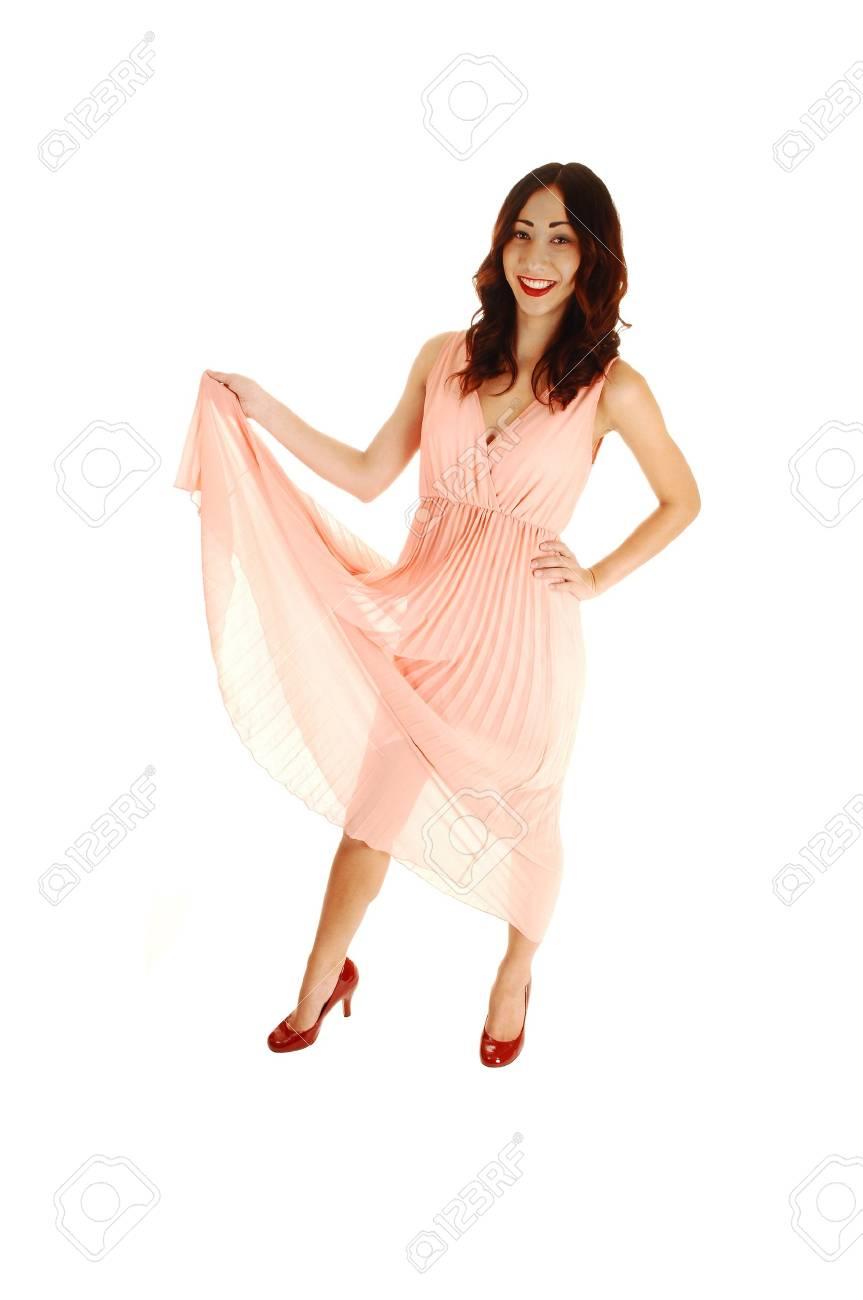 Eine Glückliche Junge Frau In Einem Rosa Kleid, Hob Das Kleid, Mit ...