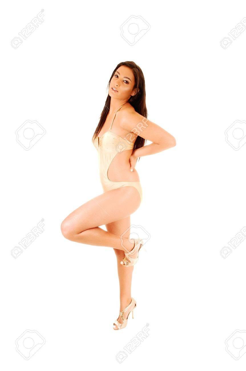 Pie El De Joven Laterales Altos Levantan Niña Bikini Fondo Para Que Color Una Pierna En Tacones Un Salas BlancoCon Hermosa Oro SGUpqMVz