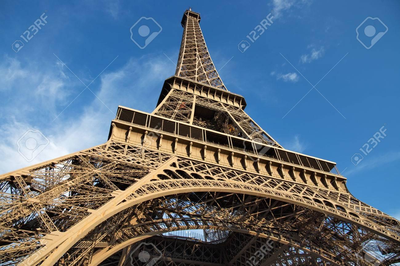 パリのエッフェル塔の眺め。フランス。エッフェル塔は、ギュスターヴ ...