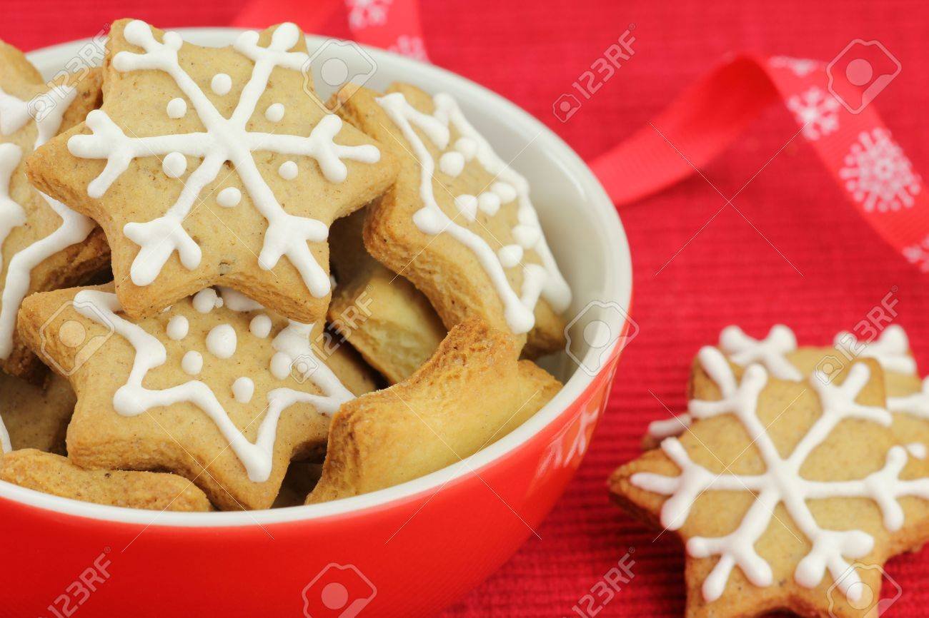 Biscuits De Noel Avec Decoration Glacage Royal Banque D Images Et