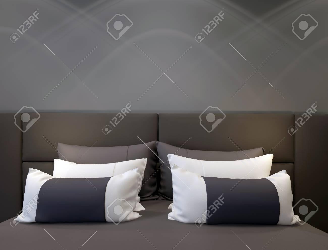 En modern sovrum med en dubbelsäng, sänggavel och kuddar royalty ...