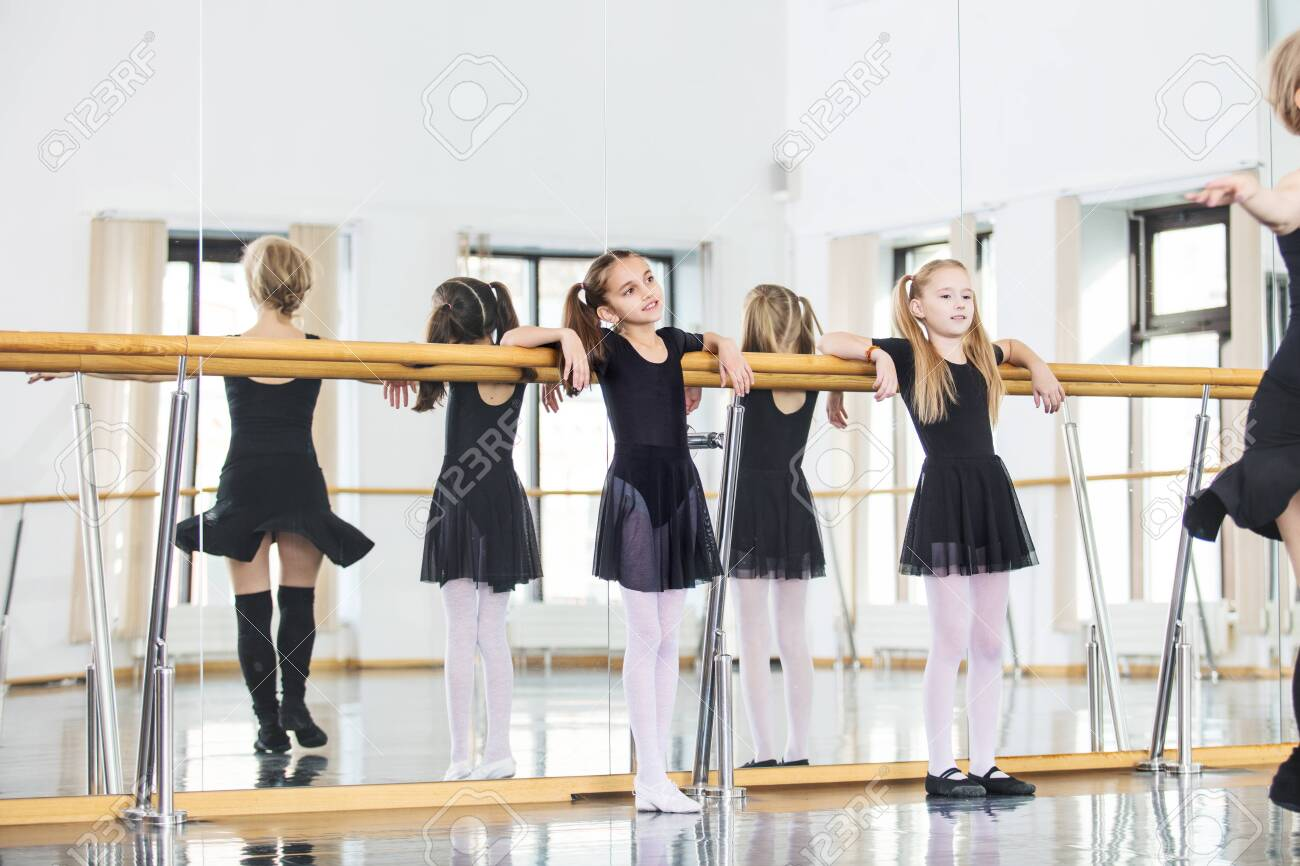 Small beautiful cute girls children in the Studio train with a coach at a dance lesson. - 147258557