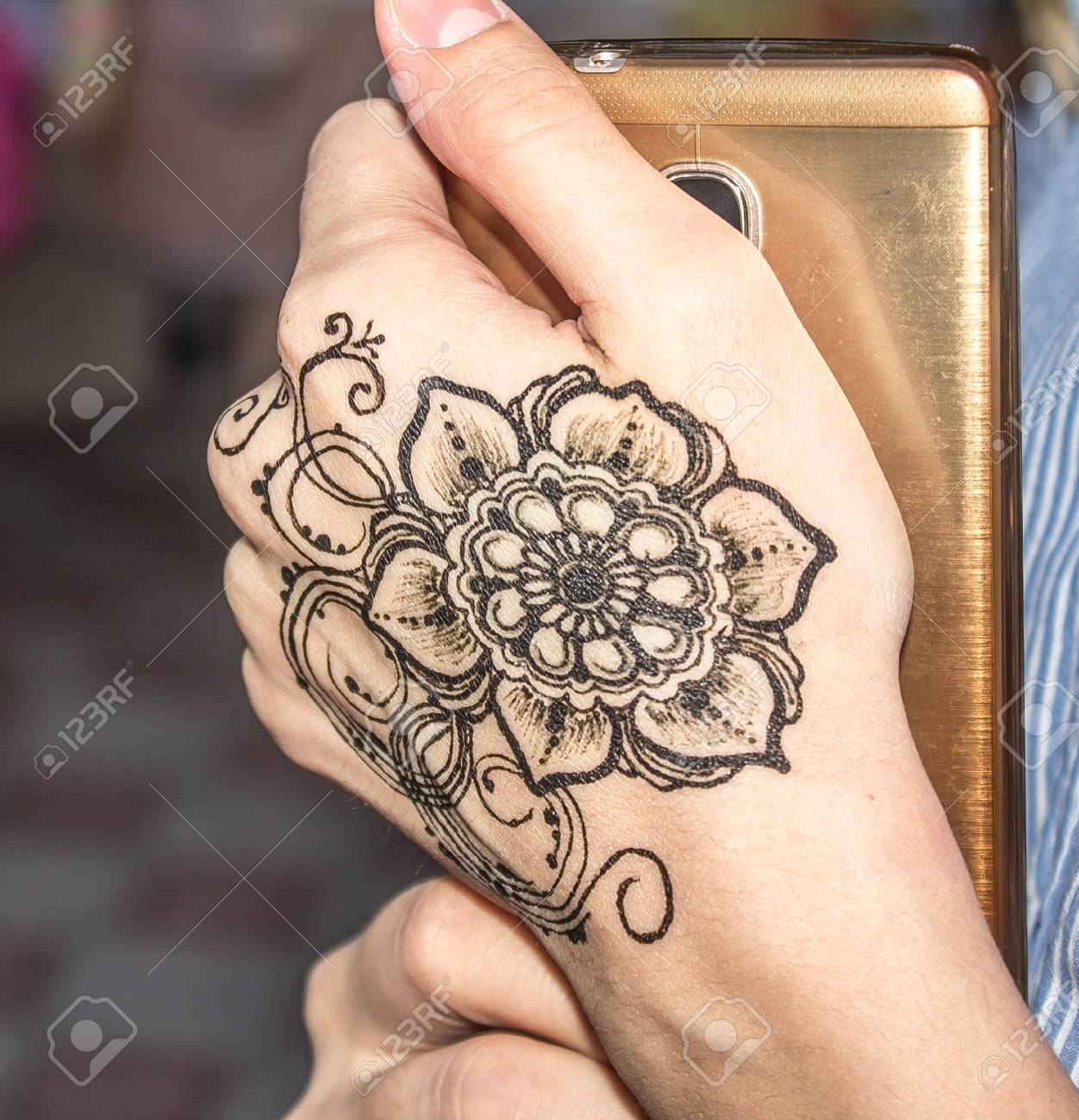 pattern on the hands of henna stock photo 85269039 - Henna Muster Fur Anfanger