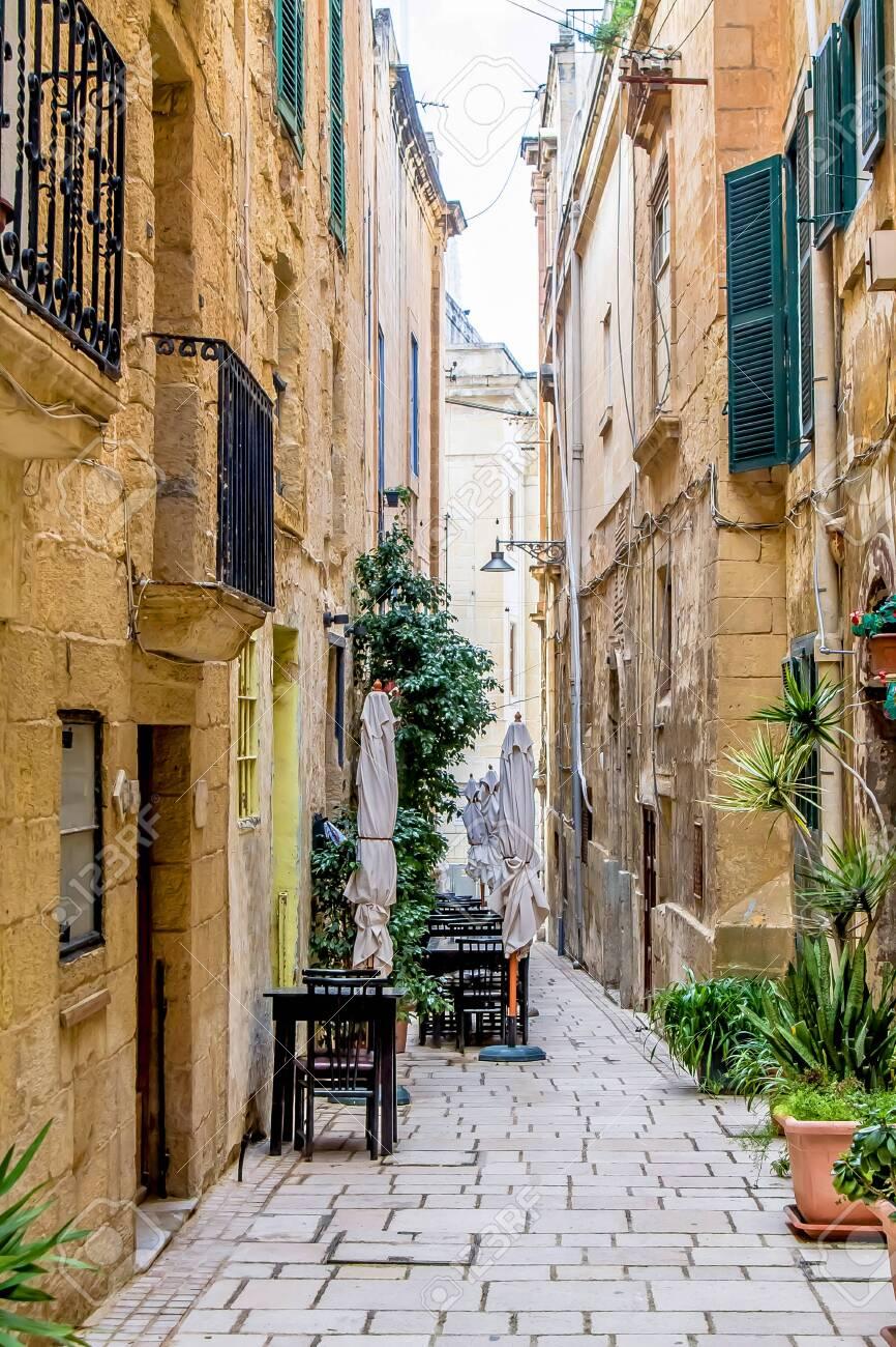 Beautiful narrow streets in Malta - 124082563