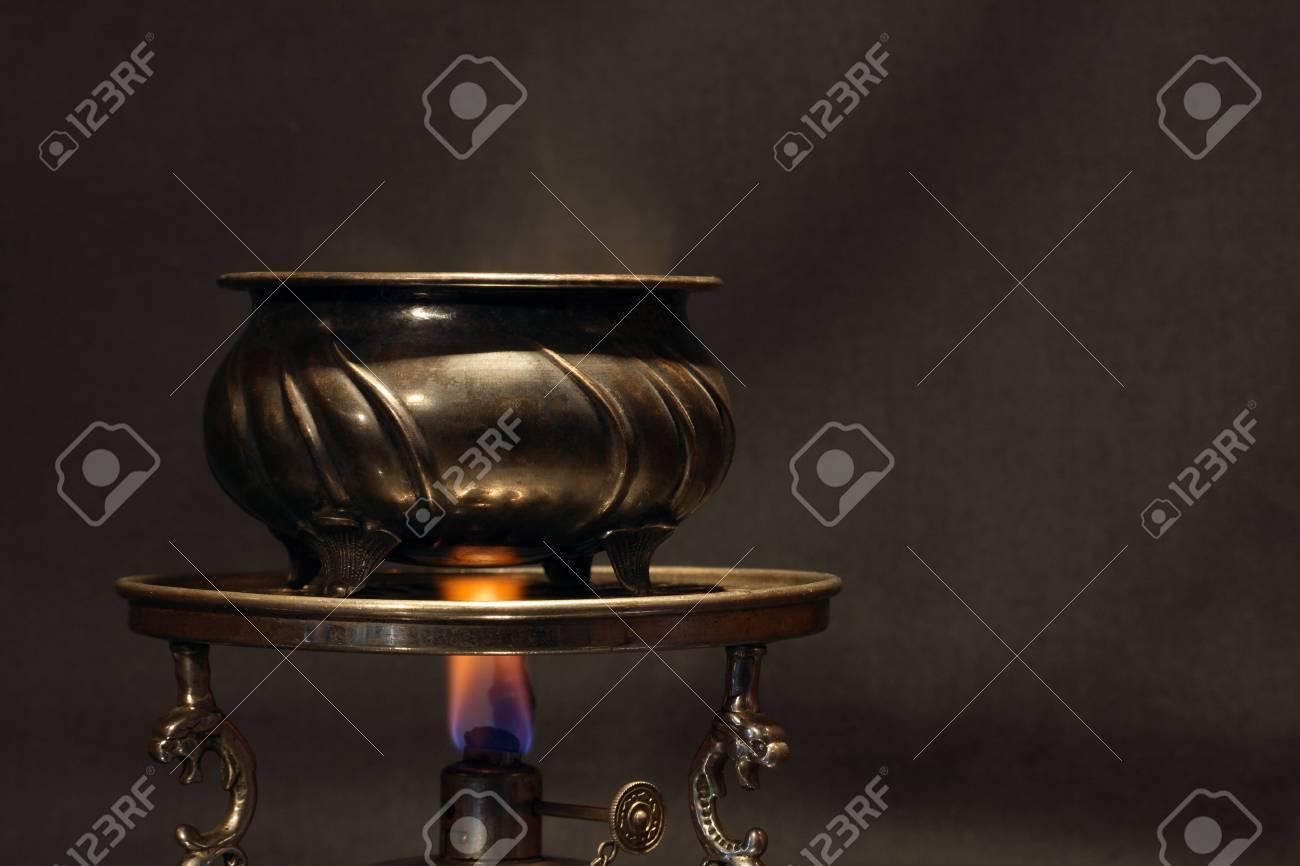 espíritu de la de bronce lámpara en llama vendimia Jarra con mesa antiguo de pie de 1lc3FTJK