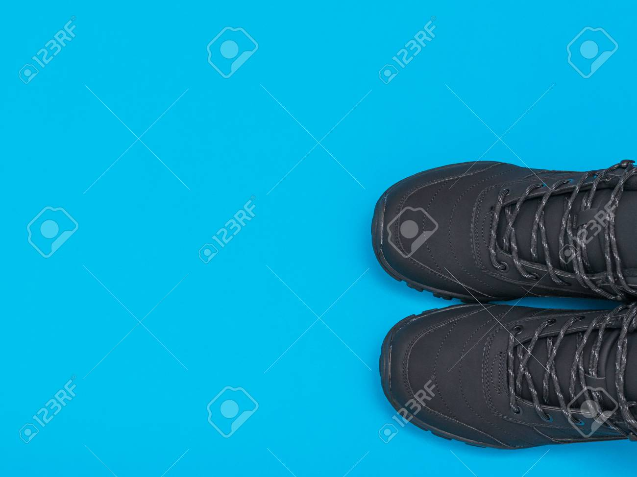 Insulated Black Casual Men's Shoes On