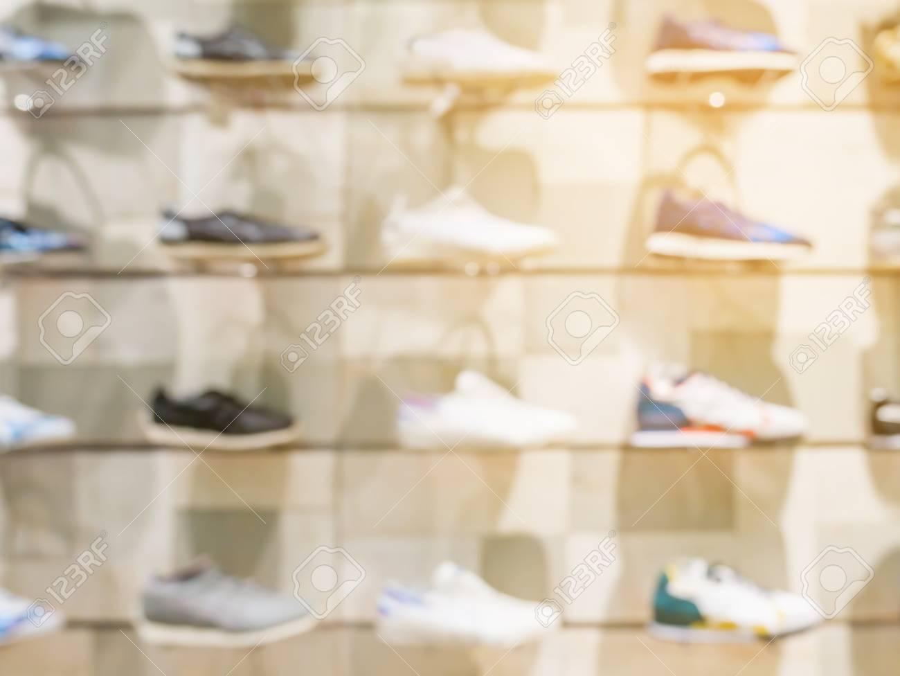 Étagères De Sur Les Magasin Dans Sport Le Chaussures wOgIUx