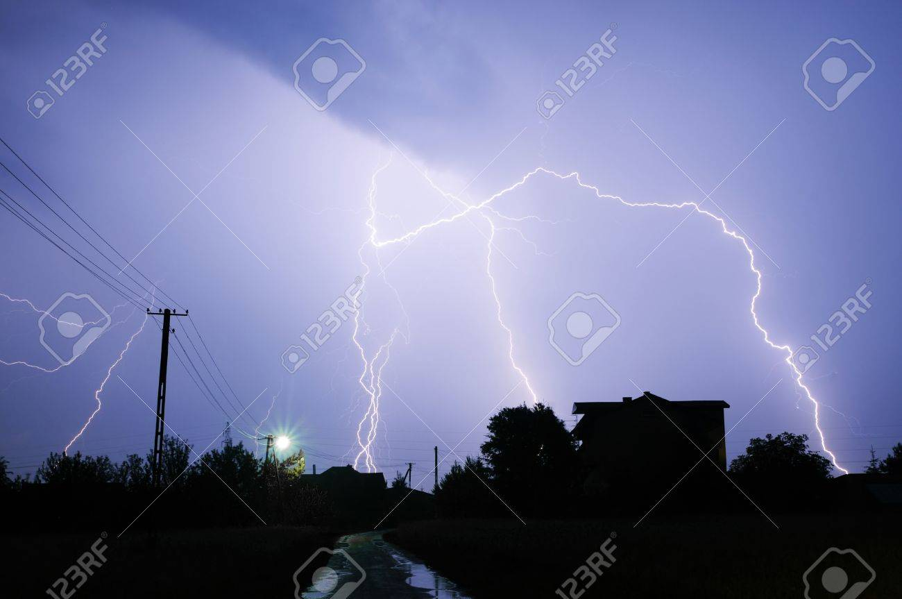 Big thunderbolt Stock Photo - 14958974