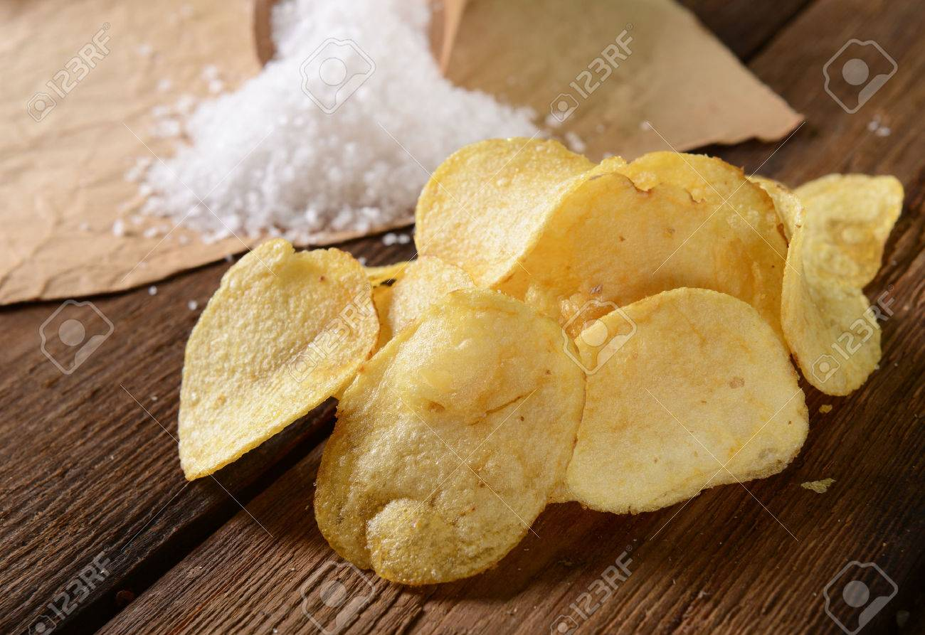 Potato chips with sea salt - 50166054