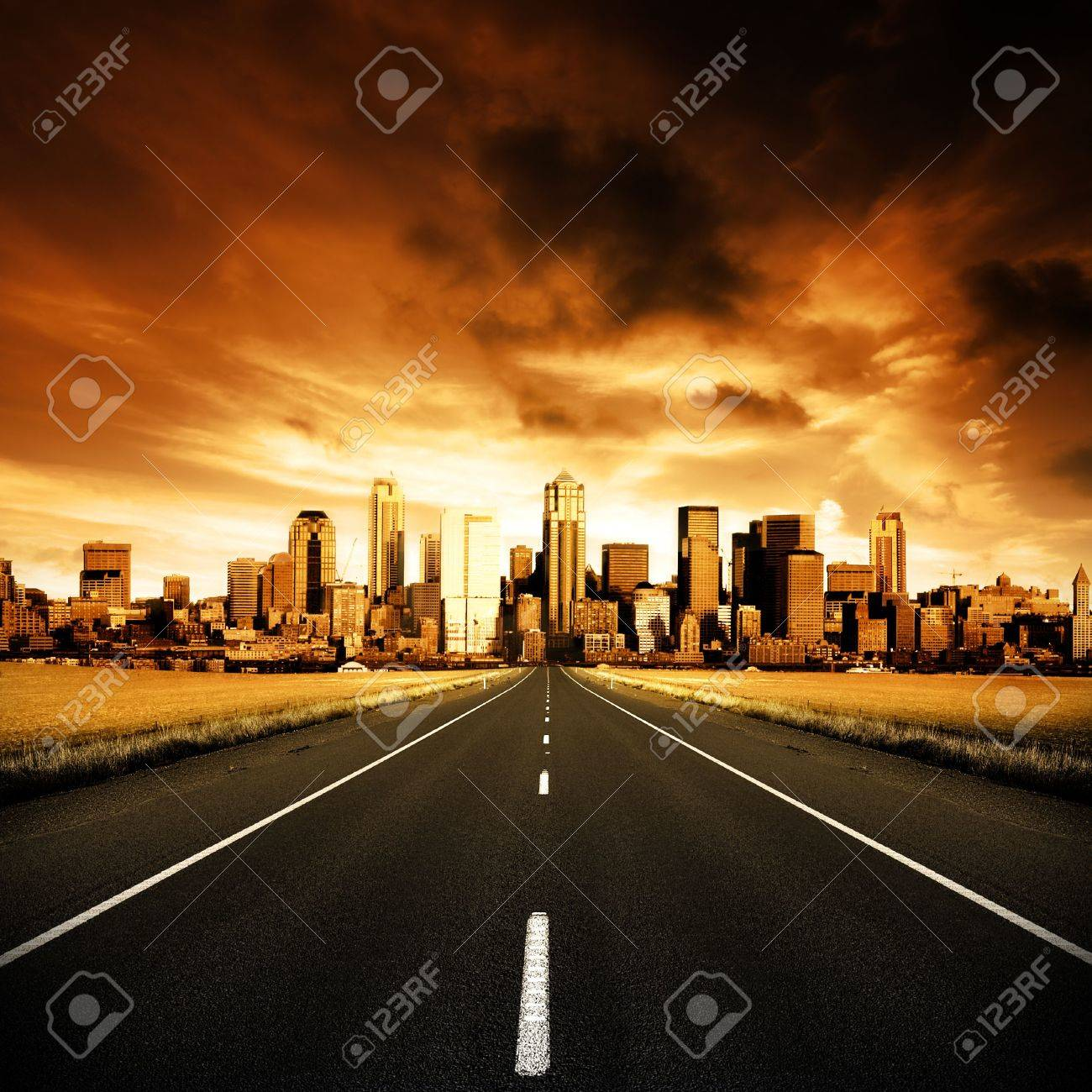 Highway heading to the city Stock Photo - 3147105