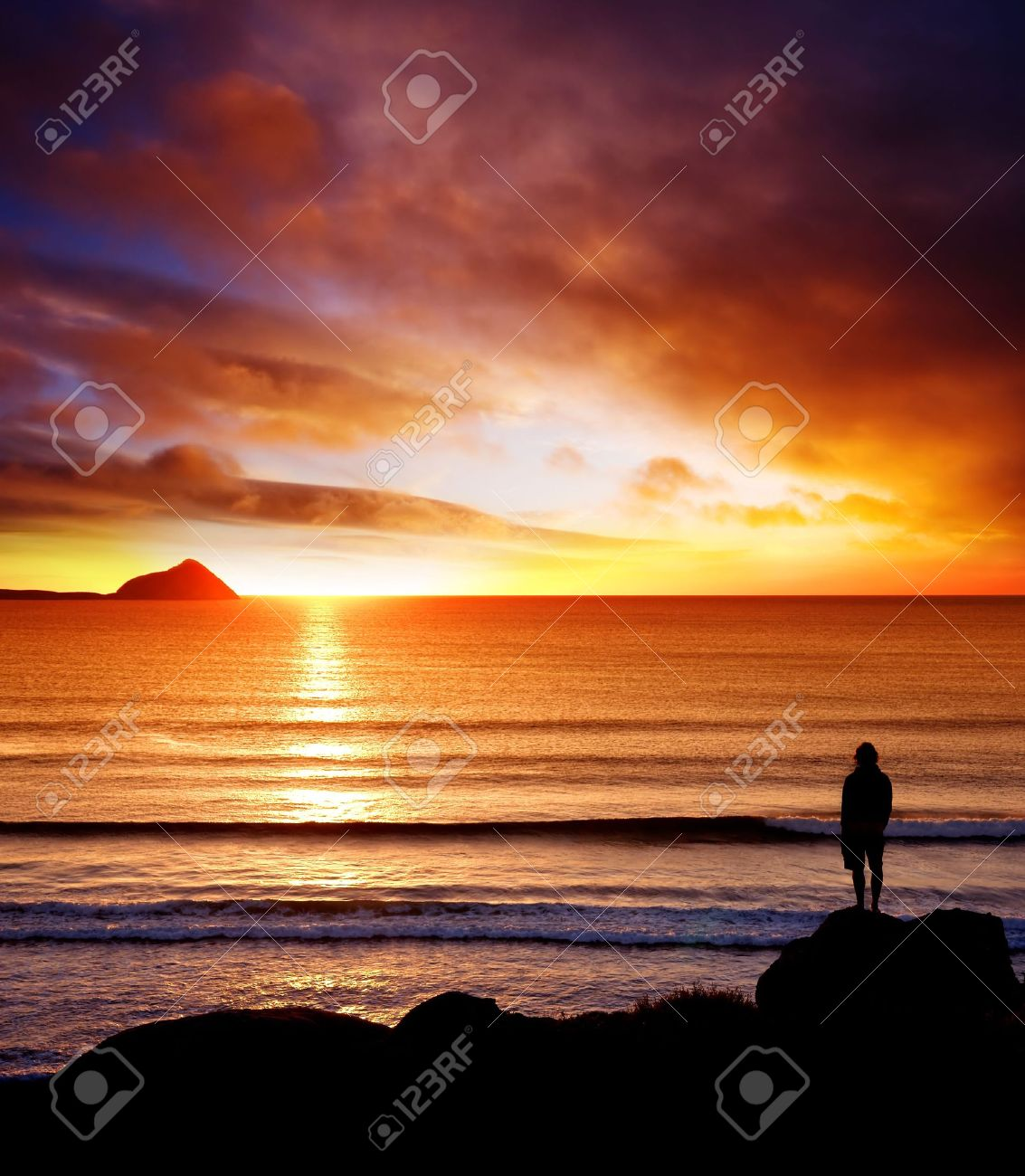 Silhoutte of man looking into the sunset Stock Photo - 5503120