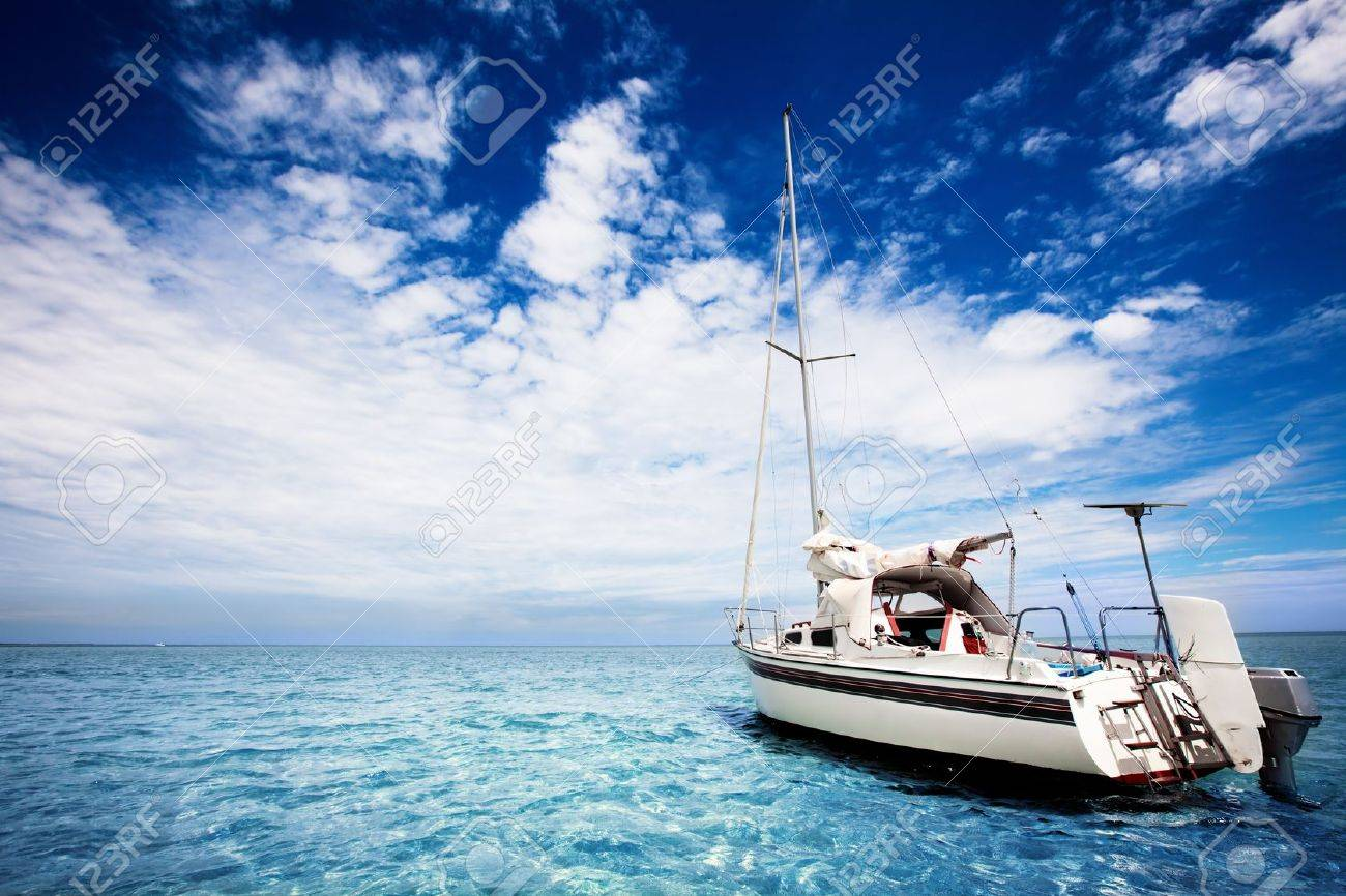 Yachting in gorgeous tropical waters - 9545008