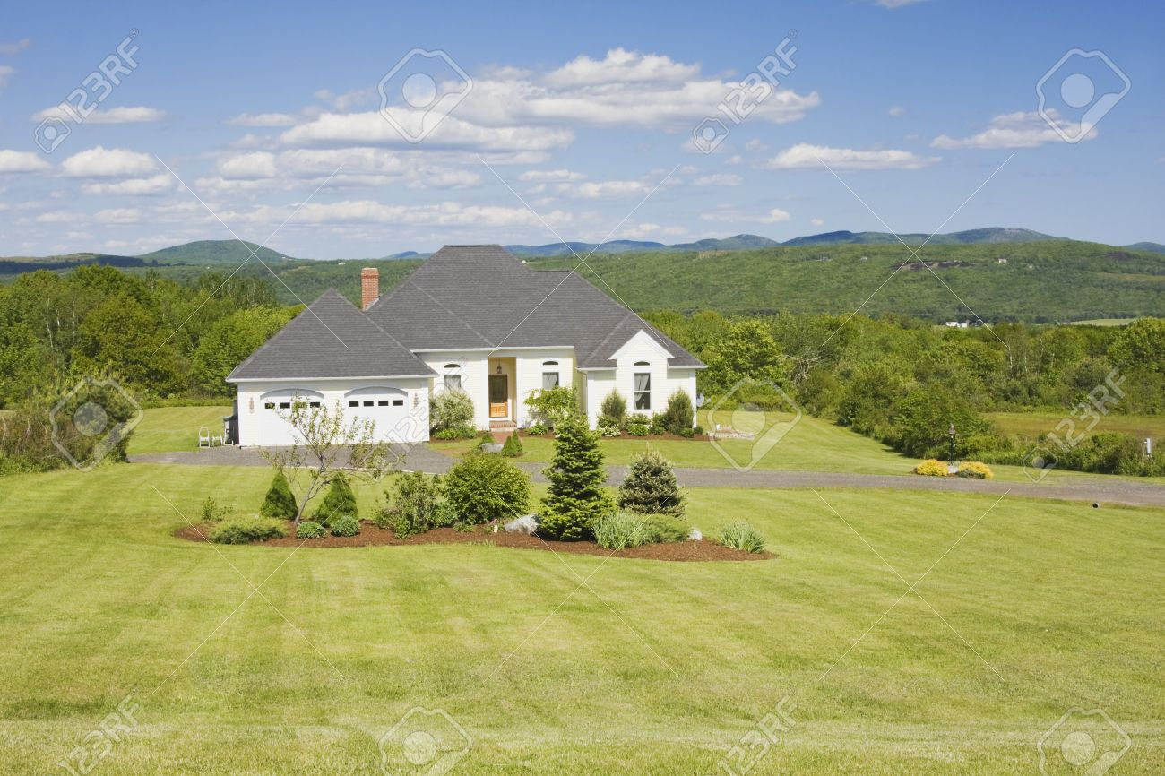 Modern Ranch Style House Overlooking Mountains Stock Photo   24617075
