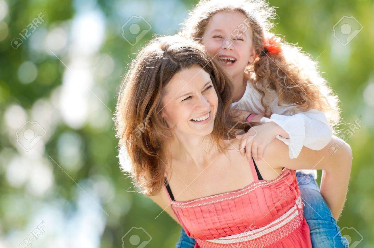 Фото мама и дочь на природе 7 фотография