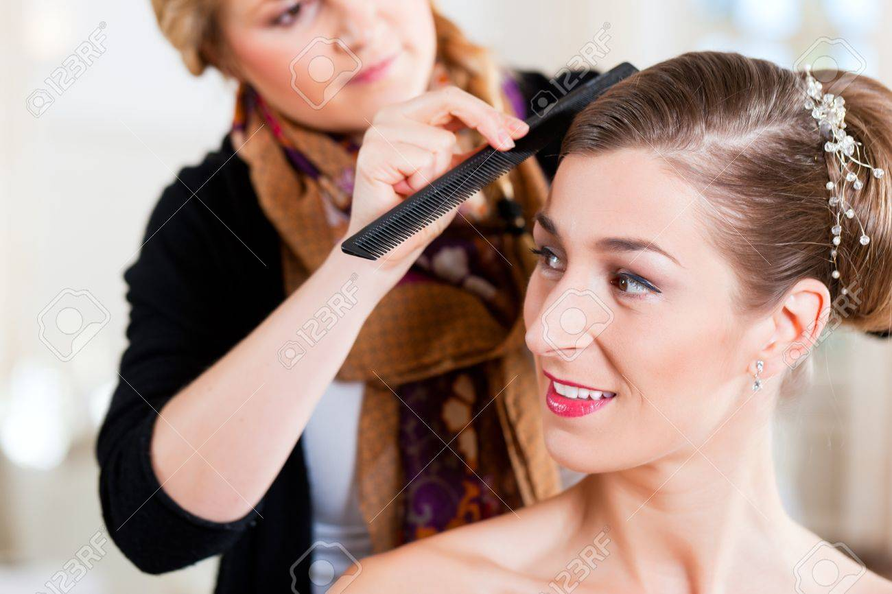 Stylist pinning up a bride's hairstyle before the wedding Stock Photo - 9860701