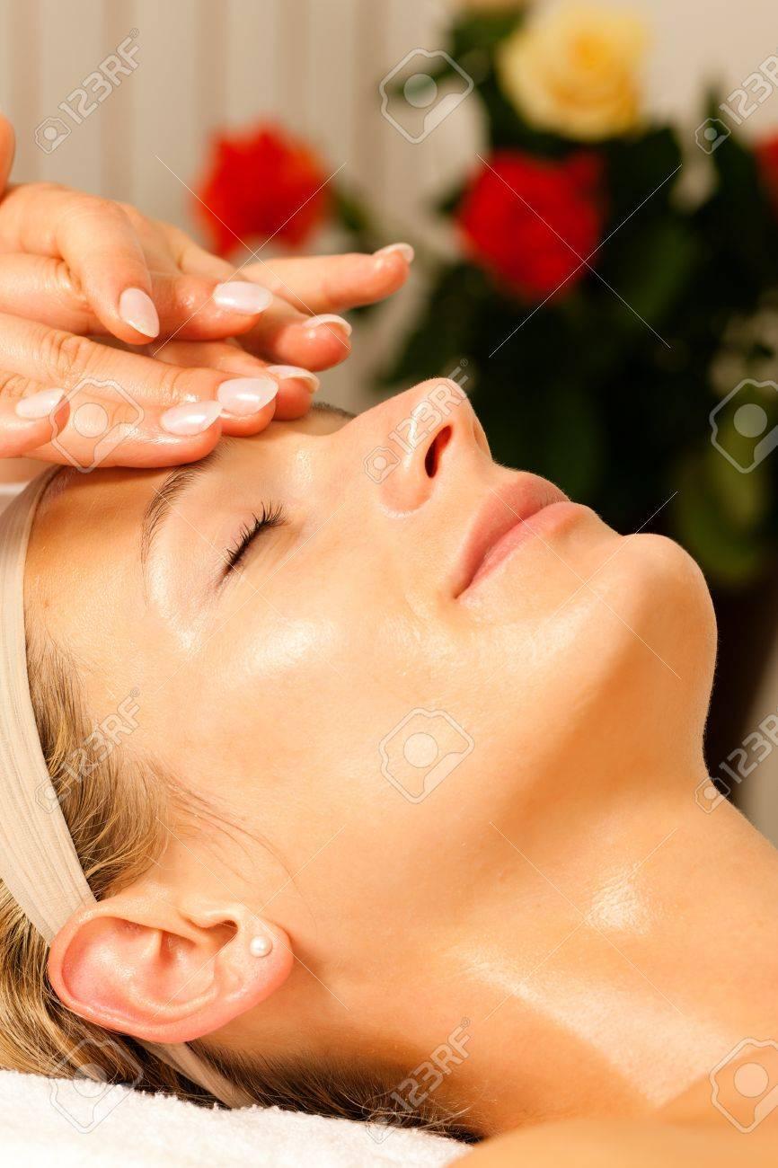 le donne godono di dare la testa