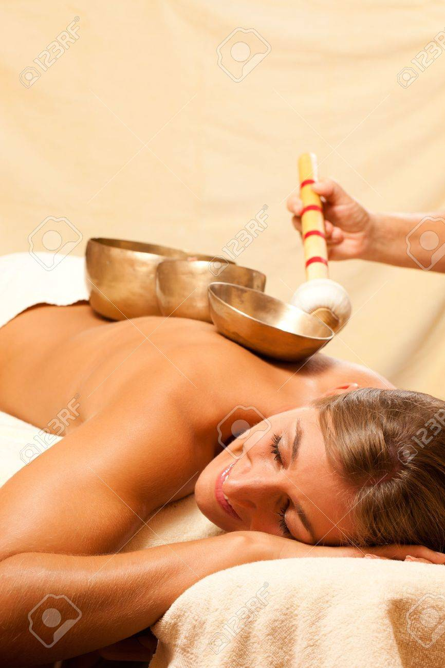 Woman in wellness and spa setting having a singing bowl therapy session Stock Photo - 10770025